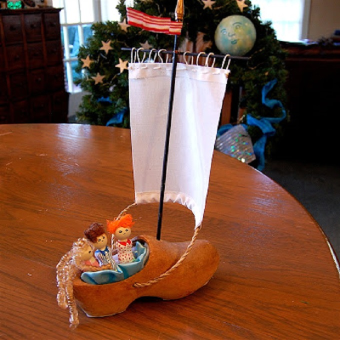 shoe boat on table wreath on chair